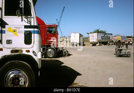Feb 14, 2002 - Trucks wait for customs at El Guasaule border crossing from Nicaragua to Honduras on the Pan-American - Stock Photo