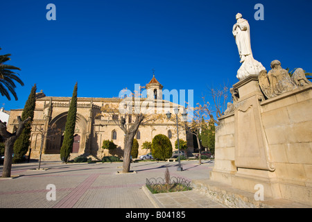 Statue in Plaza de Mayo with Iglesia de San Pablo in the background, Town of Ubeda - a UNESCO World Heritage Site - Stock Photo