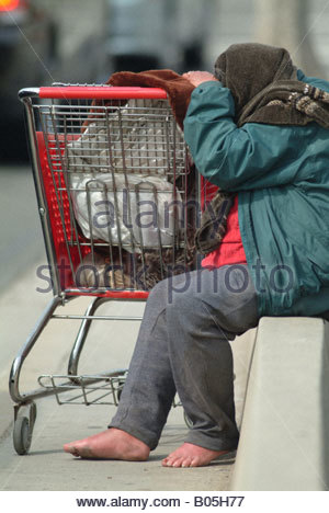 Homeless IN SANTA MONICA USA California jobless hungry tired destitute shopping cart trolley - homeless Americans - Stock Photo