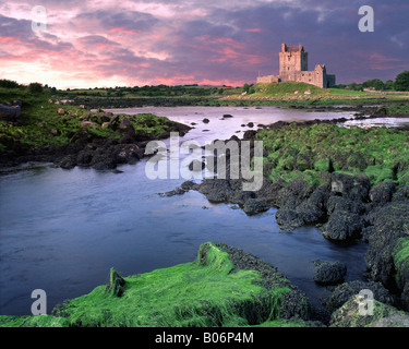 IE - CO.GALWAY: Dunguaire Castle - Stock Photo
