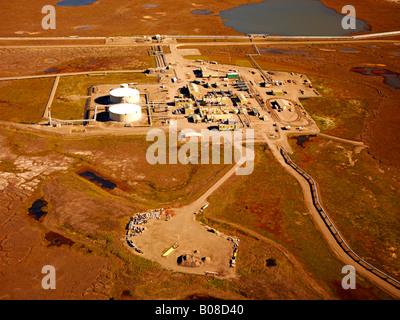 Trans Alaska Oil Pipeline Pump Station No. 1 an aerial photo, Prudhoe Bay, Alaska,  USA. The 800 mile long TAPS - Stock Photo