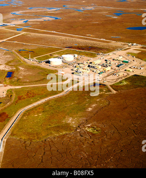 An aerial view of the first oil pump station on the 800 mile Trans Alaska Oil Pipeline from Prudhoe Bay to the port - Stock Photo