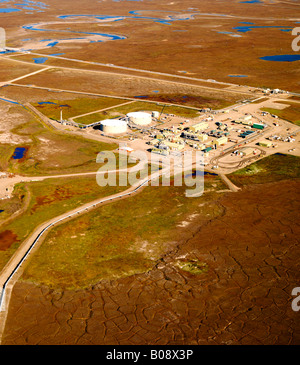 Pump station No. 1, the start of the 800 mile long Trans Alaska oil pipeline from Prudhoe Bay to the port city of - Stock Photo