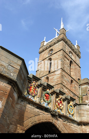 The outer gate of Linlithgow Palace, inside which lies St Michael's Church tower topped by a 58ft high anodised - Stock Photo