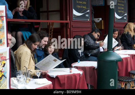 Family dining at Montmatre restaurant in Paris - Stock Photo
