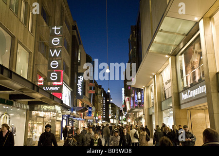 people on the shopping mall westenhellweg in city centre of dortmund stock photo 76012333 alamy. Black Bedroom Furniture Sets. Home Design Ideas
