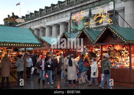 German Christmas Market stalls beside the Royal Scottish Academy Building on Princes Street. - Stock Photo