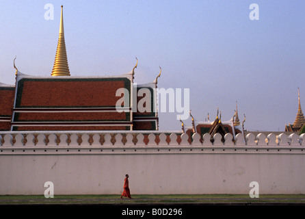 Bangkok a buddhist monk walking outside the walls of the grand palace or wat phra keo - Stock Photo