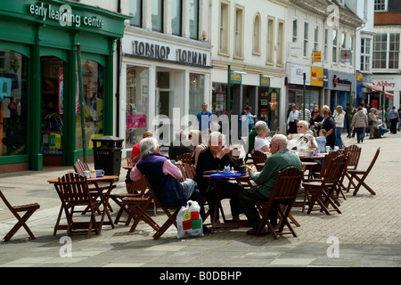 Pavement Cafe Town Centre Visitors in Newport town centre Isle of Wight southern England UK - Stock Photo
