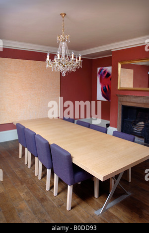 A DINING ROOM IN A GEORGIAN HOUSE COMBINING PERIOD FEATURES WITH MODERN ADDITIONS UK - Stock Photo