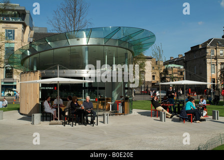 The new coffee pavilion in St Andrew Square gardens, Edinburgh. - Stock Photo