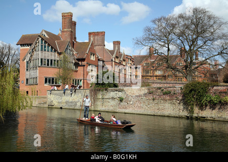 Punting on the river Cam watched by students from 'Trinity Hall' College, Cambridge, UK - Stock Photo