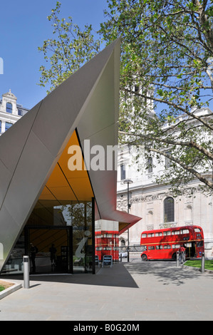 City of London tourist information centre beside St Pauls Cathedral with Routemaster bus passing on number fifteen - Stock Photo