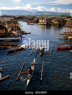 Fishing boats, pile dwellings, building on stilts in the water, Zamboanga, Mindanao, Philippines - Stock Photo