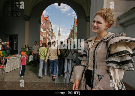 Street artist in front of the Golden Gate, Zlota Brama, Gdansk, Poland - Stock Photo