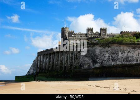 Kingsgate Castle viewed from Kingsgate Bay, Kent, England. - Stock Photo