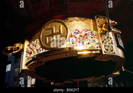 The famous red chochin lantern of the Kaminari Mon (Gate of Thunder) in Tokyo's historic district Asakusa. - Stock Photo
