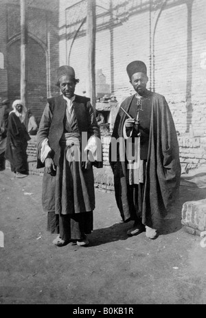 Persian pilgrims outside Kazimain mosque, Iraq, 1917-1919. - Stock Photo
