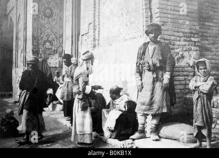 Kurdish barber, outside Kazimain mosque, Iraq, 1917-1919. - Stock Photo