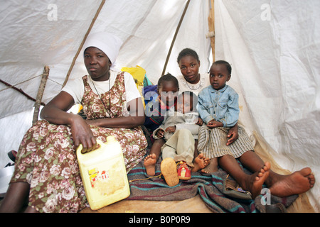 Kenyan refugees (internally displaced people = IDPs) at the refugee camp Riruta in Nairobi - Stock Photo