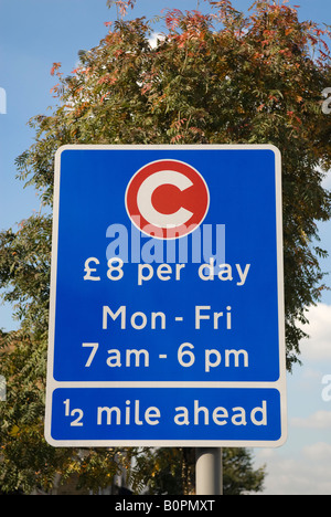 Sign indicating the beginning of the Congestion Charge Zone in London. £8 per day Mon - Fri 7am - 6pm ½ mile ahead - Stock Photo