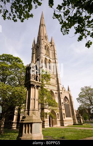 UK England Lincolnshire Grantham Swinegate St Wulframs churchyard War memorial - Stock Photo