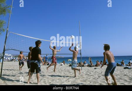 Beachvolleyball Agios Georgios Naxos Kykladen Griechenland - Stock Photo
