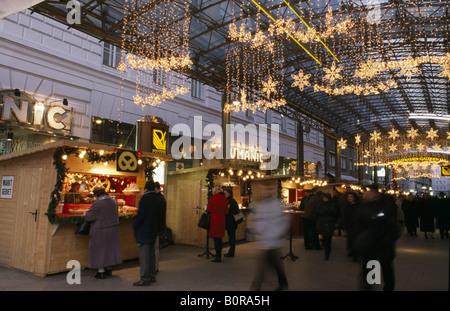 Ringstraßen Galerie Christmas shopping in Vienna, Austria - Stock Photo