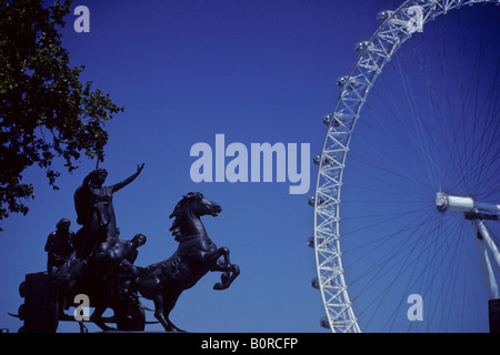 Statue of Queen Boadicea on horse and chariot with the London Eye, Westminster - Stock Photo