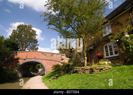 Doug Blane Cropredy bridge near the lock on the Oxford Canal Oxfordshire - Stock Photo