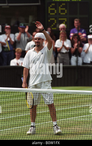 Wimbledon Tennis Championships 1995 Andre Agassi waving to the crowd on Centre Court - Stock Photo