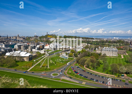 View of Our Dynamic Earth (left) The Scottish Parliament (centre) Calton Hill (behind) and Palace of Holyroodhouse - Stock Photo