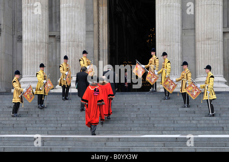 Trumpeter of The Life Guards in State Dress uniform & dignitaries in red robes including Lord Mayor of London arriving - Stock Photo
