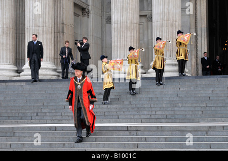 Trumpeter of The Life Guards in State Dress playing fanfare at St Pauls Cathedral Lord Mayor London walks to greet - Stock Photo