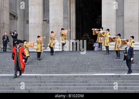 Trumpeter of The Life Guards in State Dress playing fanfare at St Pauls Cathedral Lord Mayor London walking to greet - Stock Photo