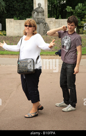 Mother despairs at her teenage son - Stock Photo