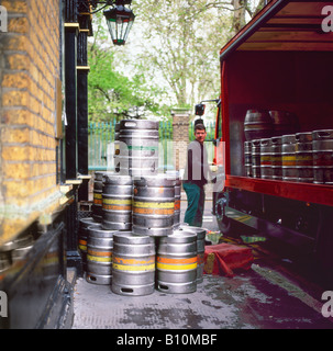A man unloading a delivery of Fullers ale kegs casks at The Artillery Arms pub near Bunhill Fields, London UK  KATHY - Stock Photo