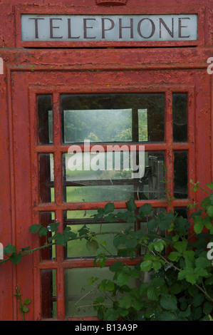 Red British K6 Telephone Kiosk in Herefordshire Countryside - Stock Photo