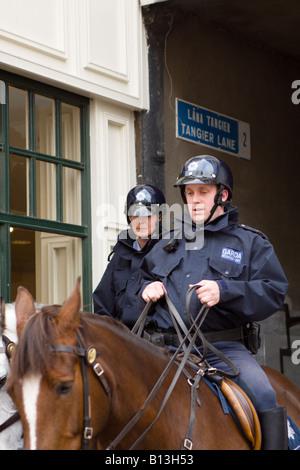 Male and female Garda Officers on horseback Dublin Ireland - Stock Photo