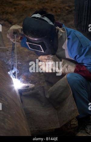 A welder working on Lakkhi 1 Rig Site Near Digboi, Assam, India 2005 - Stock Photo