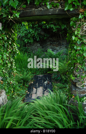 Fallen door, derelict cottage, Isle of Easdale, Argyll, Scotland, UK. - Stock Photo