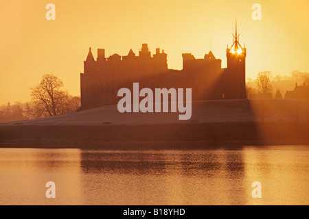 Linlithgow Palace Linlithgow Loch and St Michaels Church - Stock Photo