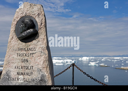 Greenland, Ilulissat, UNESCO World Heritage Site Icefjord. Memorial to Ilulissat's most famous son, Explorer Knud - Stock Photo