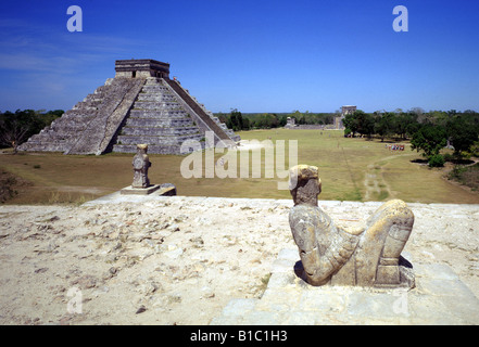geography / travel, Mexico, Yucatan, Chichen Itza, view from tempel of Warriors towards Chac Mool and Castillo pyramid - Stock Photo