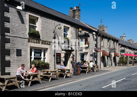 Bull's Head Pub on the High Street, Castleton, Peak District, Derbyshire, England, United Kingdom - Stock Photo