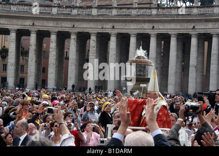 ITALY, ROME, VATICAN. Pope Benedict XVI Leads Special Mass on Anniversary of John Paul II s Death - Stock Photo