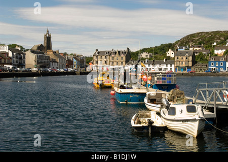 Fishing boats tied up in the harbour of Tarbert, Loch Fyne, Scotland an idyllic fishing village popular with tourists. - Stock Photo