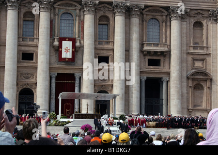 ITALY, ROME, VATICAN. Pilgrims on a Special Mass on Anniversary of John Paul II s Death April 02 2008 Leads by Pope - Stock Photo