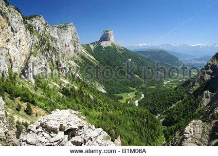 Parc naturel régional du Vercors : panorama sur Mont Aiguille, Hauts Plateaux du Vercors et Trièves depuis le Pas - Stock Photo