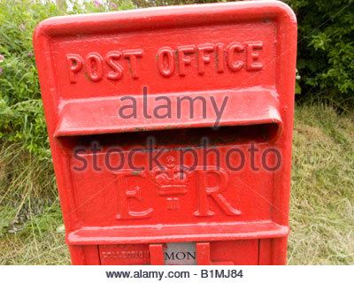 Rural Red Royal Mail Post Box in Oxfordshire - Stock Photo
